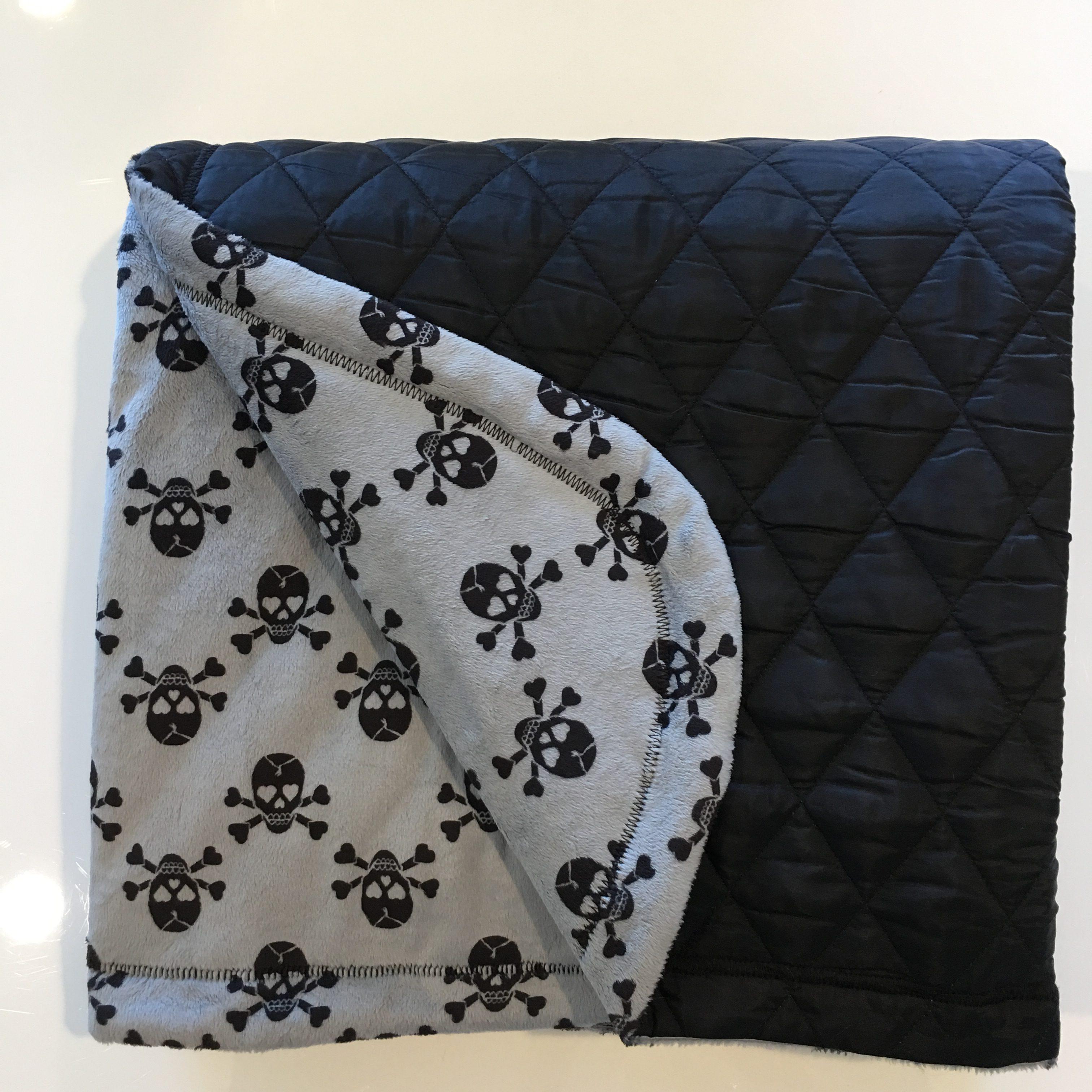 Skulls gray w black quilt backing floor mat baby jade for Floor quilt for babies